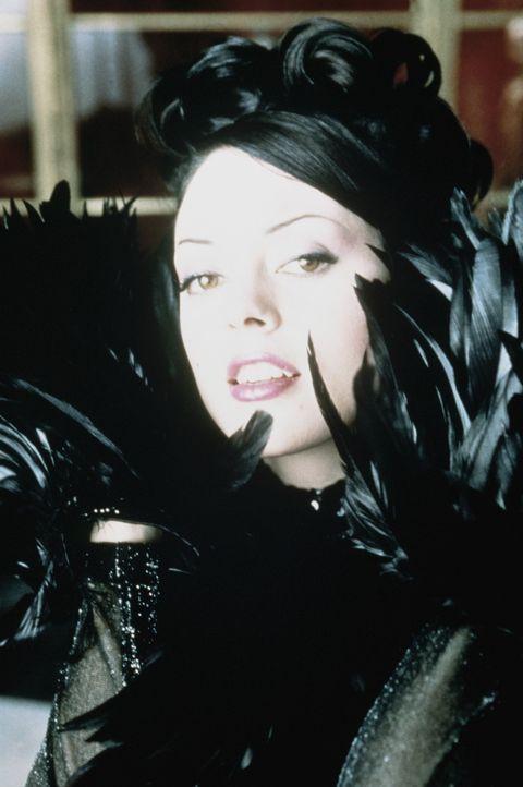 Skrupellos inszeniert Courtney (Rose McGowan) sich selbst ... - Bildquelle: Columbia TriStar