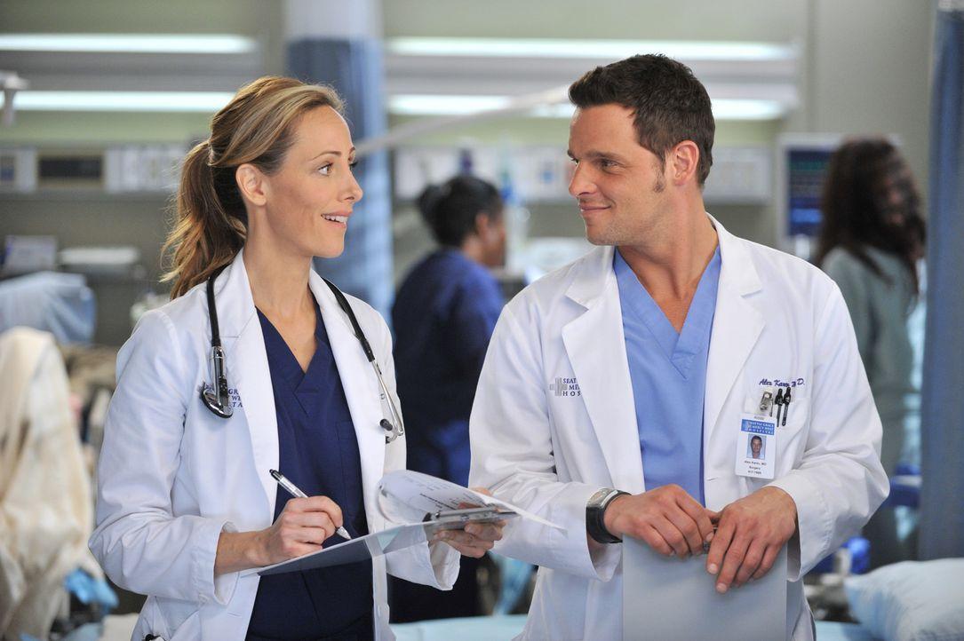 Während Alex (Justin Chambers, r.) versucht, Morgan zu meiden, da sie zu abhängig von ihm wird, macht Teddy (Kim Raver, l.) erste Schritte um mit... - Bildquelle: ABC Studios