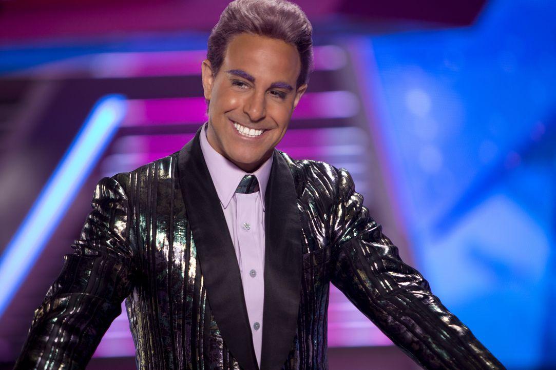 Moderator Caesar Flickerman (Stanley Tucci) vergeht schon bald das Lachen ... - Bildquelle: Studiocanal GmbH
