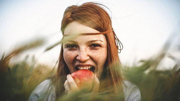 Mit einer gesunden ausgewogenen Ernährung lässt sich die Entstehung von alter...