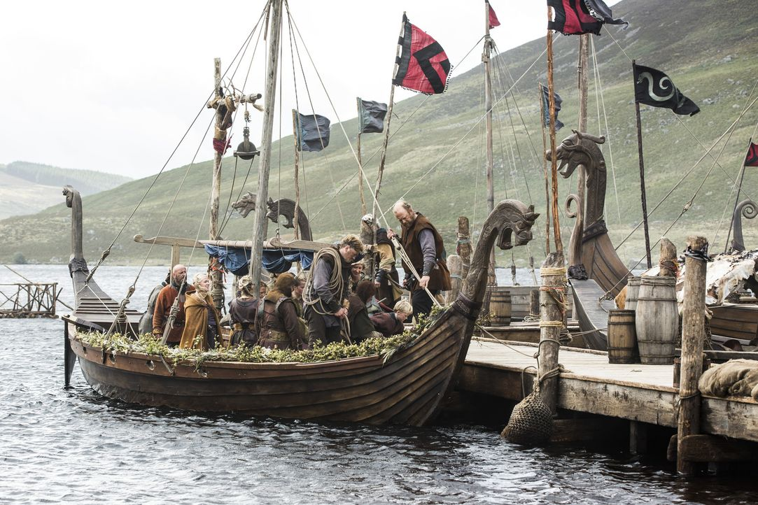 König Horik hat seine Familie nach Kattegat bringen lassen. Doch was hat das zu bedeuten? - Bildquelle: 2014 TM TELEVISION PRODUCTIONS LIMITED/T5 VIKINGS PRODUCTIONS INC. ALL RIGHTS RESERVED.