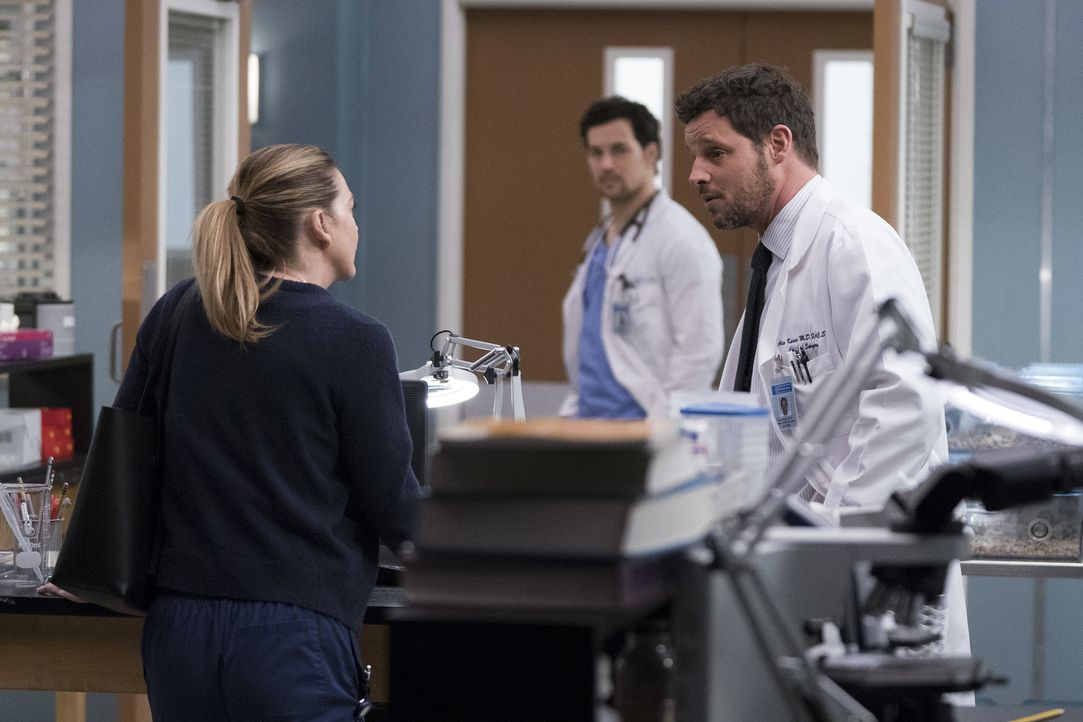 (v.l.n.r.) Dr. Meredith Grey (Ellen Pompeo); Dr. Andrew DeLuca (Giacomo Gianniotti); Dr. Alex Karev (Justin Chambers) - Bildquelle: Eric McCandless ABC Studios