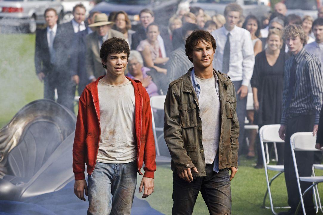 Ende gut, alles gut: die beiden Brüder Nick (Kelly Blatz, r.) und Tyler (Joey Pollari, l.) ... - Bildquelle: Disney