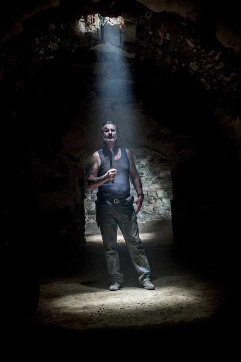 Wer in seine Fänge gerät, wünscht sich nur eines: einen schnellen Tod! Serienkiller Mick Taylor (John Jarratt) ... - Bildquelle: Mark Rogers 2013