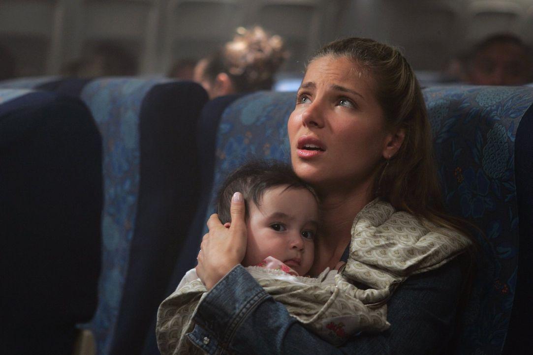 Fürchtet um ihr Leben und um das ihres Babys: Fluggast Maria (Elsa Pataky) ... - Bildquelle: Warner Brothers