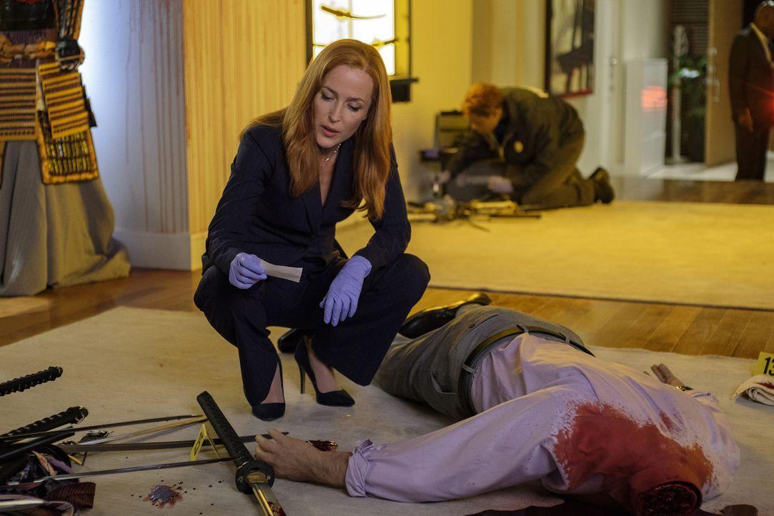 Noch ahnt Scully (Gillian Anderson) nicht, warum sich immer mehr Menschen scheinbar grundlos selber umbringen ... - Bildquelle: Shane Harvey 2017 Fox and its related entities.  All rights reserved.