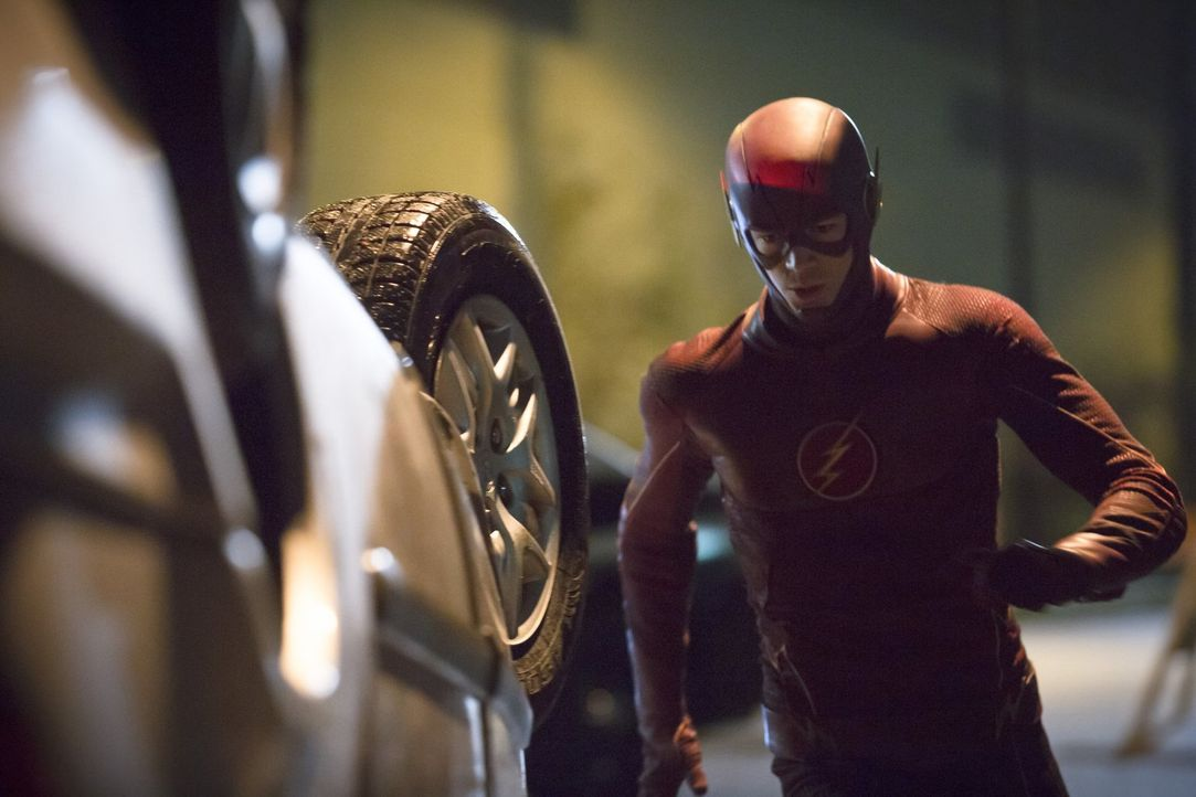 Während Barry alias The Flash (Grant Gustin) versucht, einen Gefängnisausbrecher aufzuspüren, lässt sich Cisco auf ein kleines Spielchen mit Hartley... - Bildquelle: Warner Brothers.