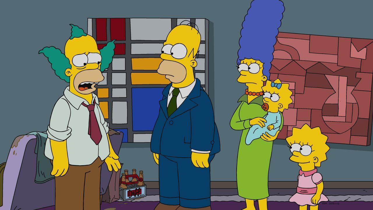 Nachdem der Ruf von Clowns plötzlich angekratzt ist, muss sich Krusty (l.) nach einer Alternative umsehen. Homer (2.v.l.), Marge (M.), Maggie (2.v.r... - Bildquelle: 2017-2018 Fox and its related entities.  All rights reserved.