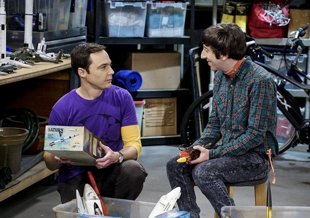 Fahren gemeinsam in die Wüste, um eine selbstgebaute Modellrakete zu starten: Sheldon (Jim Parsons, l.) und Howard (Simon Helberg, r.) ... - Bildquelle: Warner Bros. Television