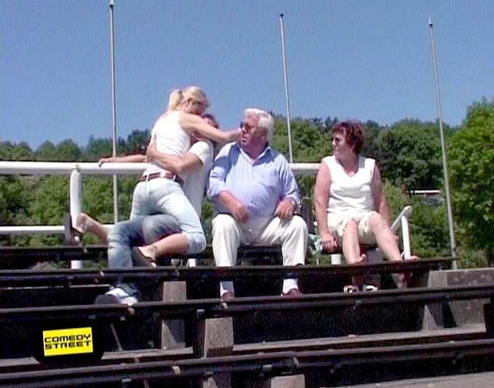 comedystreet-st-04-epi-01-grab-simon-gosejohann-03-prosiebenjpg 700 x 550 - Bildquelle: Guido Ohlenbostel ProSieben