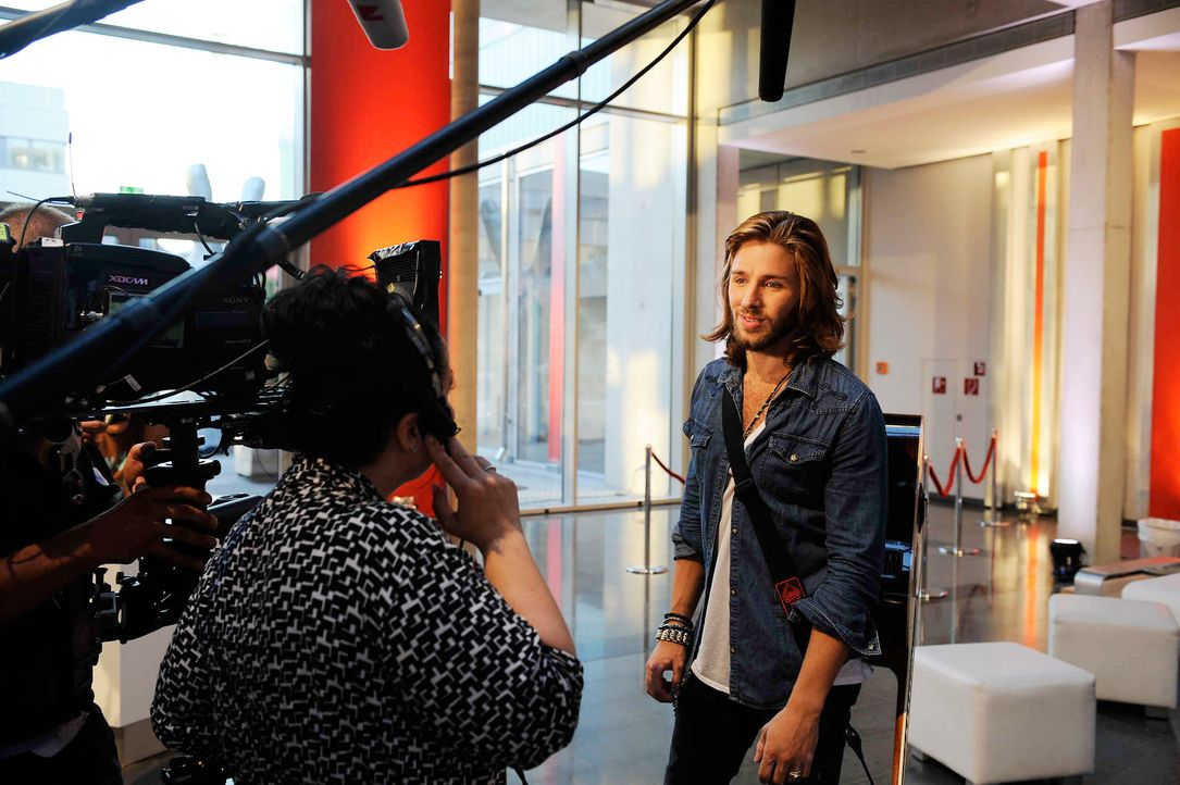 gil-ofarim-the-voice-of-germany-stf02-epi03-27-backstagejpg 2128 x 1416 - Bildquelle: SAT.1/ProSieben/Christoph Assmann