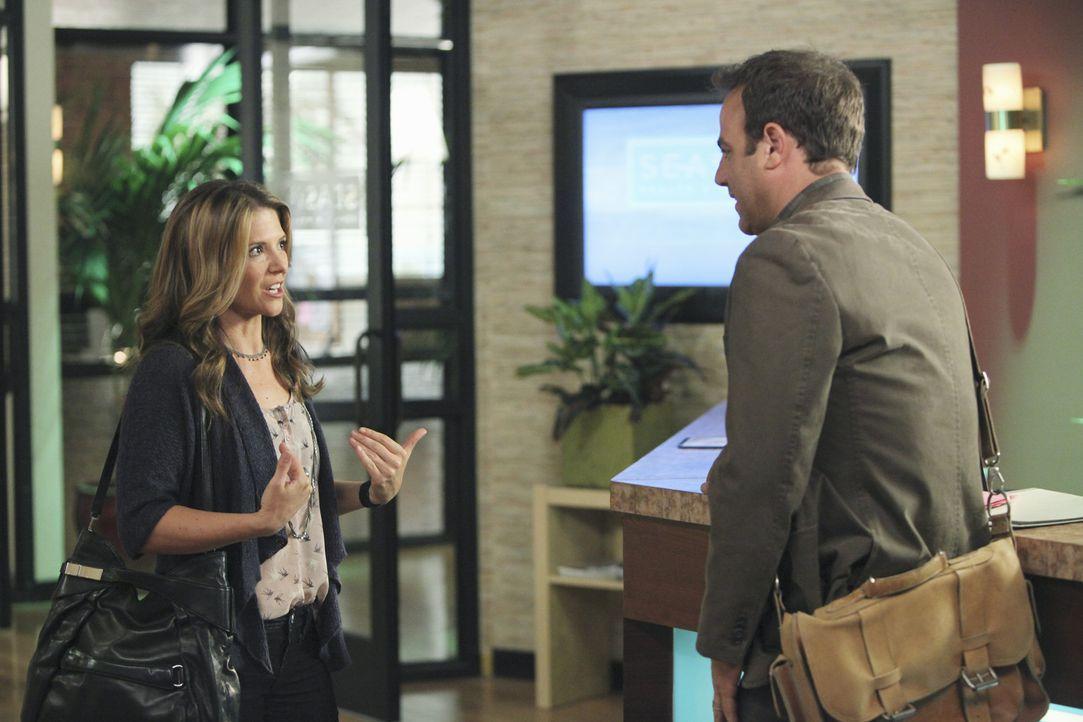 Durch Erica Warner (A.J. Langer, l.) erlebt Cooper (Paul Adelstein, r.) die Überraschung seines Lebens ... - Bildquelle: ABC Studios