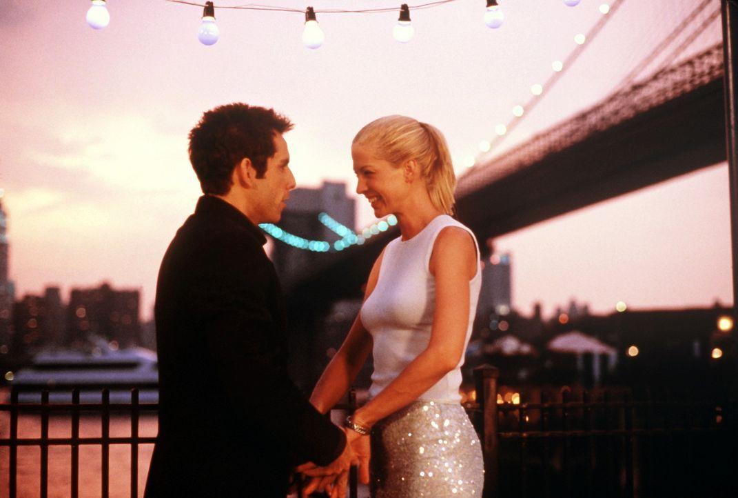 Für Rabbi Jake (Ben Stiller, l.) ist Anna (Jenna Elfman, r.) eine echte göttliche Offenbarung ... - Bildquelle: SPYGLASS ENTERTAINMENT GROUP, LP