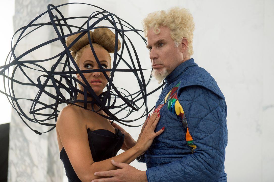 Die Modebranche hält einige Überraschungen bereit, aber haben Alexanya Atoz (Kristen Wiig, l.) und Jacobim Mugatu (Will Ferrell, r.) etwas mit den M... - Bildquelle: 2016 Paramount Pictures