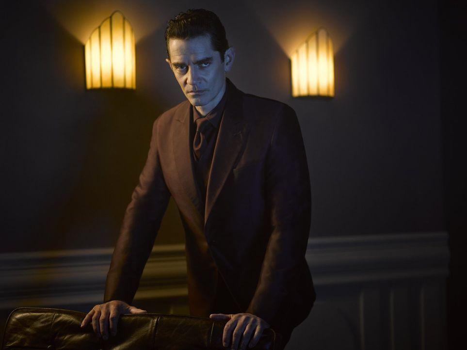 (2. Staffel) - Der reiche Industrielle Theo Galavan (James Frain) gibt sich in der Öffentlichkeit als Held aus, plant jedoch heimlich die Unterwelt... - Bildquelle: Warner Brothers