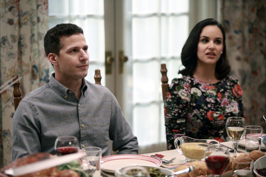 Jake Peralta (Andy Samberg, l.); Amy Santiago (Melissa Fumero, r.) - Bildquelle: Jordin Althaus 2018 UNIVERSAL TELEVISION LLC. All rights reserved. / Jordin Althaus
