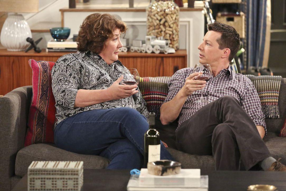 Neue gute Freunde: Carol (Margo Martindale, l.) und Kip (Sean Hayes, r.) ... - Bildquelle: 2014 CBS Broadcasting, Inc. All Rights Reserved.