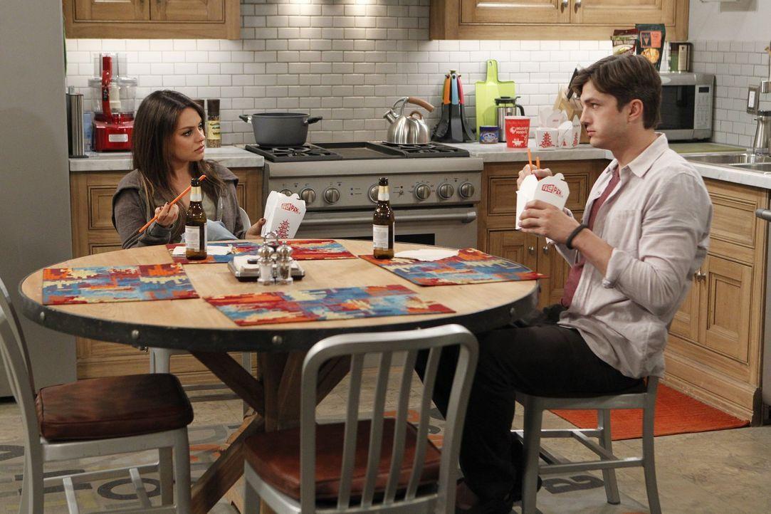 Walden (Ashton Kutcher, r.) hält die schöne Backpackerin Vivian (Mila Kunis, l.) für die große Liebe seines Lebens, obwohl er sie gerade mal ein paa... - Bildquelle: Warner Brothers Entertainment Inc.