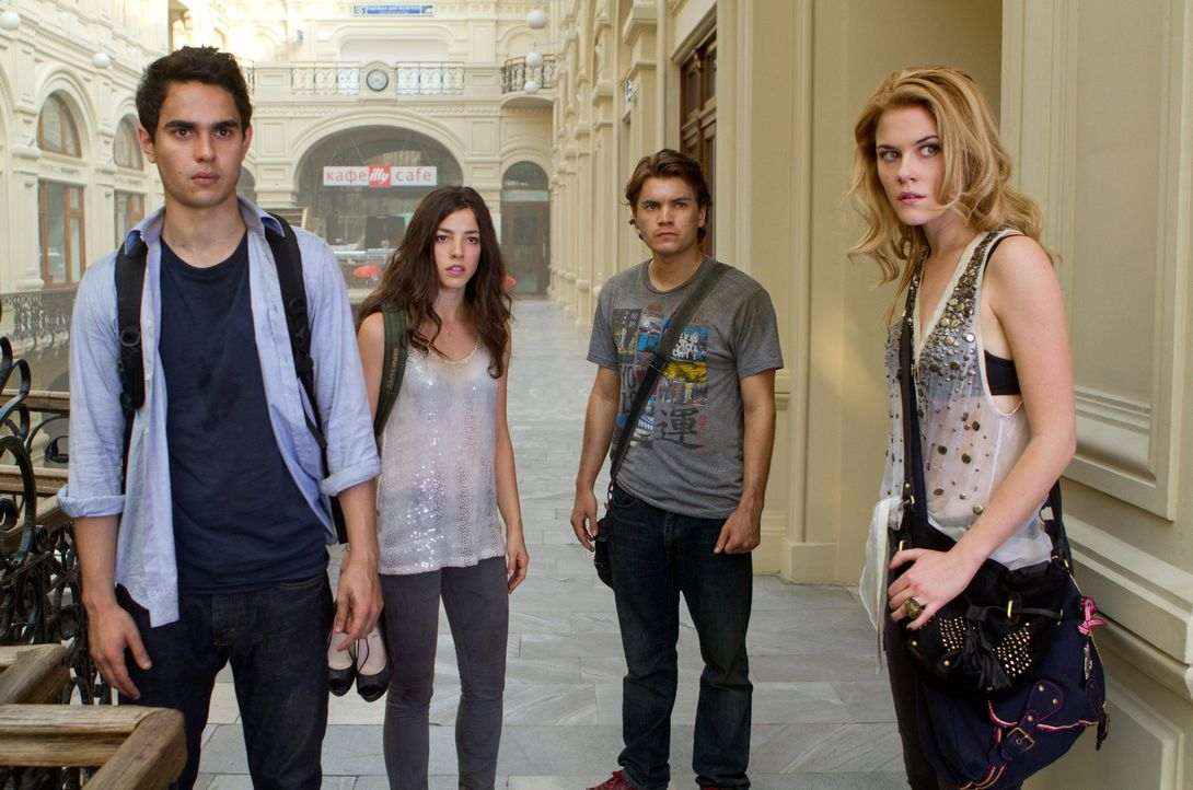 Über sie bricht plötzlich die Apokalypse herein: Sean (Emile Hirsch, 2.v.r.), Ben (Max Minghella, l.) Natalie (Olivia Thirlby, 2.v.l.) und Anne (Rac... - Bildquelle: Rico Torres 2011 Monarchy Enterprises S.a.r.l. and Summit Entertainment,