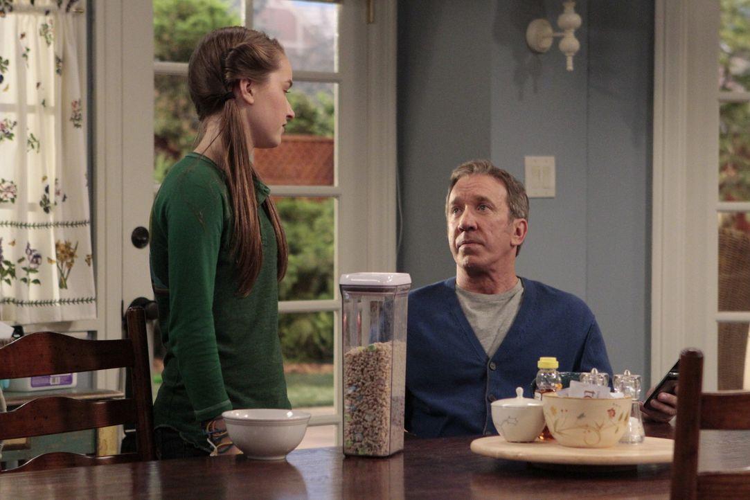 Mikes (Tim Allen, r.) Idee, seine Frau im Haushalt zu unterstützen, stößt bei seiner jüngsten Tochter Eve (Kaitly Dever, l.) auf wenig Gegenliebe ..... - Bildquelle: 2011 Twentieth Century Fox Film Corporation