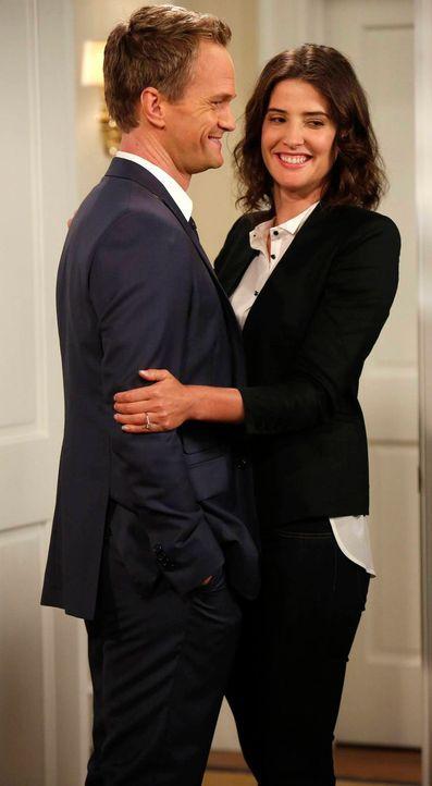 Freuen sich auf ihre bevorstehende Hochzeit: Barney (Neil Patrick Harris, l.) und Robin (Cobie Smulders, r.) ... - Bildquelle: 2013 Twentieth Century Fox Film Corporation. All rights reserved.