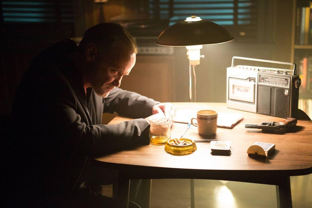 Ist Matches Malone (Michael Bowen) wirklich der Mörder von Bruce Waynes Eltern? - Bildquelle: Warner Brothers