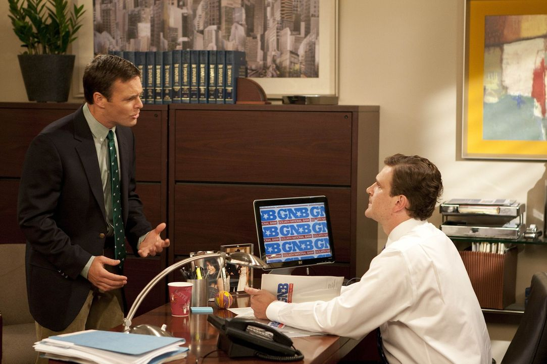 Marshall (Jason Segel, r.) feuert seinen Mitarbeiter Randy (Will Forte, l.), da er einen Fehler nach dem anderen macht ... - Bildquelle: 20th Century Fox International Television