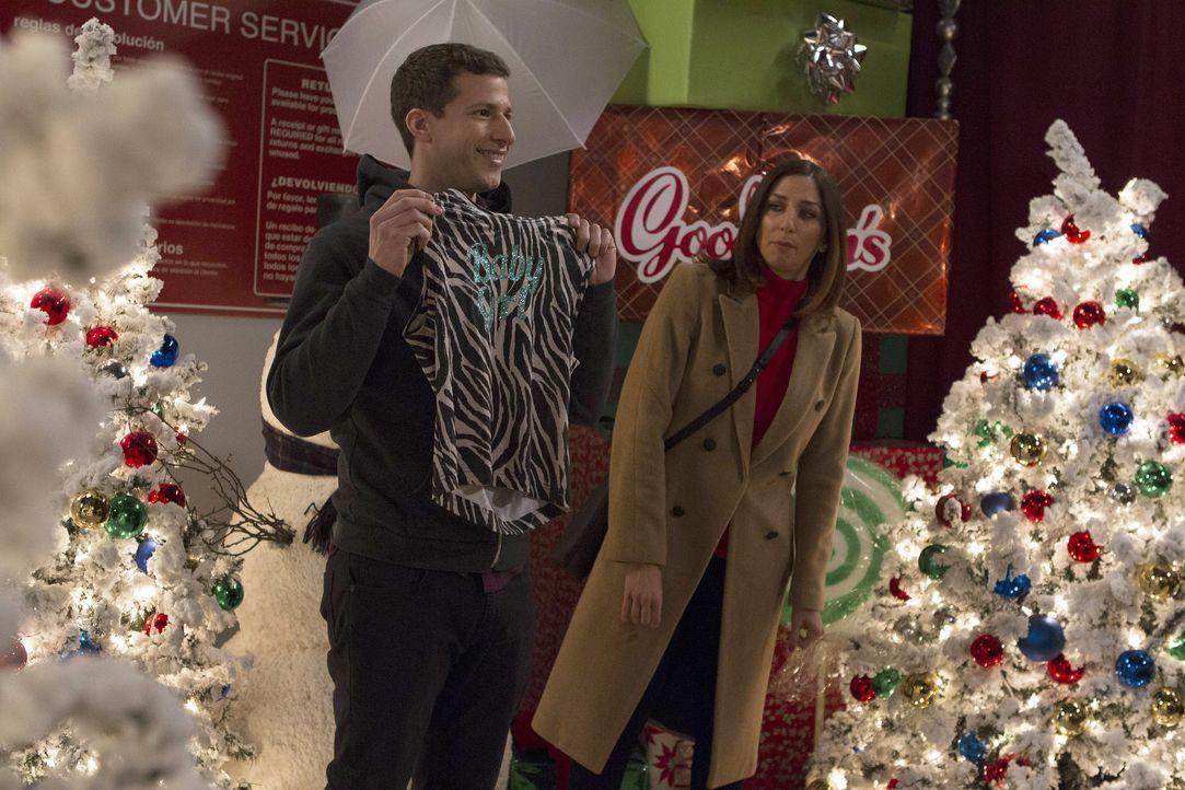Jake Peralta (Andy Samberg, l.); Gina Linetti (Chelsea Peretti, r.) - Bildquelle: John P. Fleenor 2015 UNIVERSAL TELEVISION LLC. All rights reserved. / John P. Fleenor
