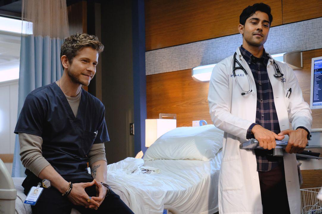 Können Dr. Hawkins (Matt Czuchry, l.) und Dr. Pravesh (Manish Dayal, r.) das Vertrauen ihres Patientens gewinnen? - Bildquelle: 2018 Fox and its related entities.  All rights reserved.