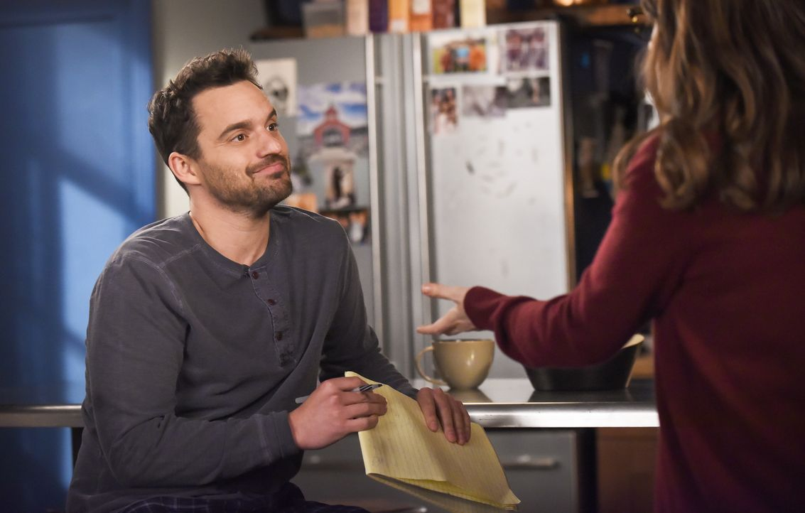 Kann und will Nick (Jake Johnson) Jess tatsächlich helfen, eine coole Direktorin zu werden? - Bildquelle: Ray Mickshaw 2017 Fox and its related entities. All rights reserved. / Ray Mickshaw