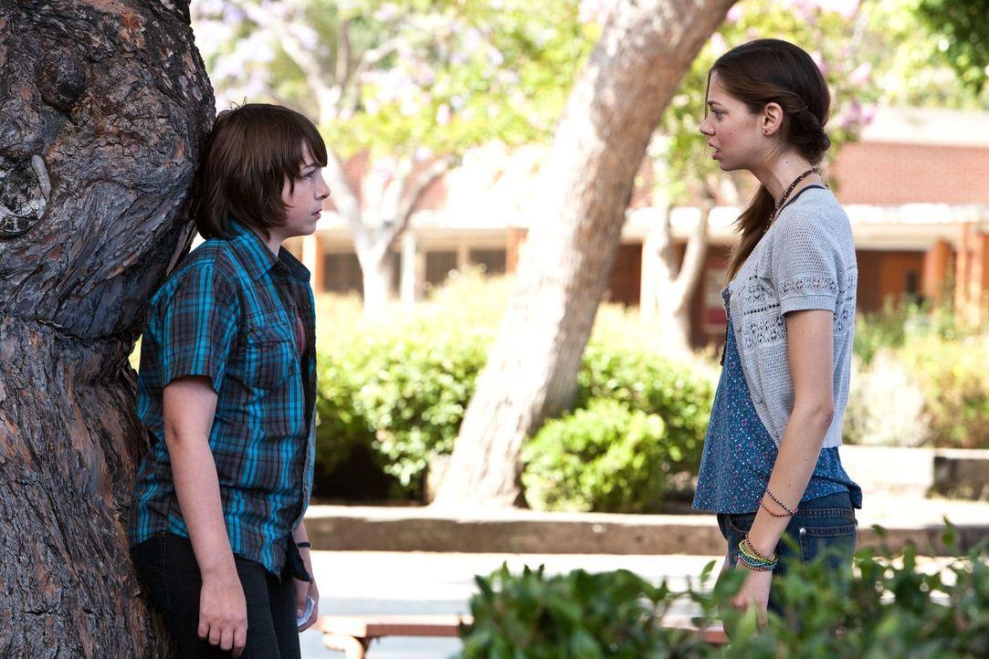 Als wäre die Trennung seiner Eltern nicht schon kompliziert genug, verliebt sich Robbie (Jonah Bobo, l.) auch noch in die vier Jahre ältere Jessica... - Bildquelle: Warner Bros.