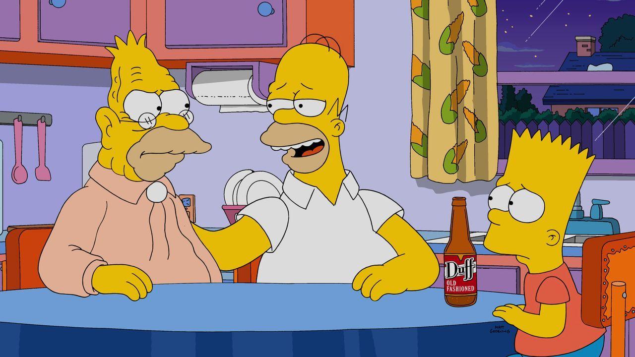 Nicht nur Homer (M.) kann von den Lebensweisheiten seines Vaters Abe (l.) profitieren. Doch Bart (r.) passt zu wenig auf und macht sich zu viele Sor... - Bildquelle: 2014 Twentieth Century Fox Film Corporation. All rights reserved.