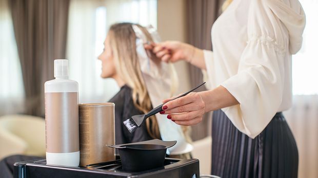Richtig Haare färben beim Profi – was genau beim Färben passiert und welche F...