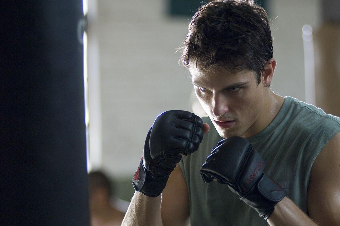 Mit Hilfe seines Free Fight-Trainers lernt Raufbold Jake (Sean Faris), seine Aggressionen unter Verschluss zu halten. Doch dann fordert ihn sein Neb... - Bildquelle: 2008 Summit Entertainnment N.V.  All rights reserved.