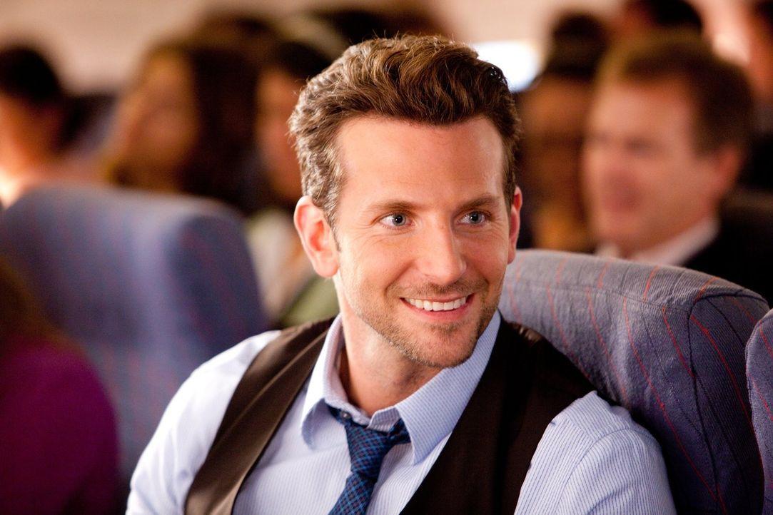 Wird Holden (Bradley Cooper) den Valentinstag wirklich als frischer Single verbringen müssen? - Bildquelle: 2010 Warner Bros.
