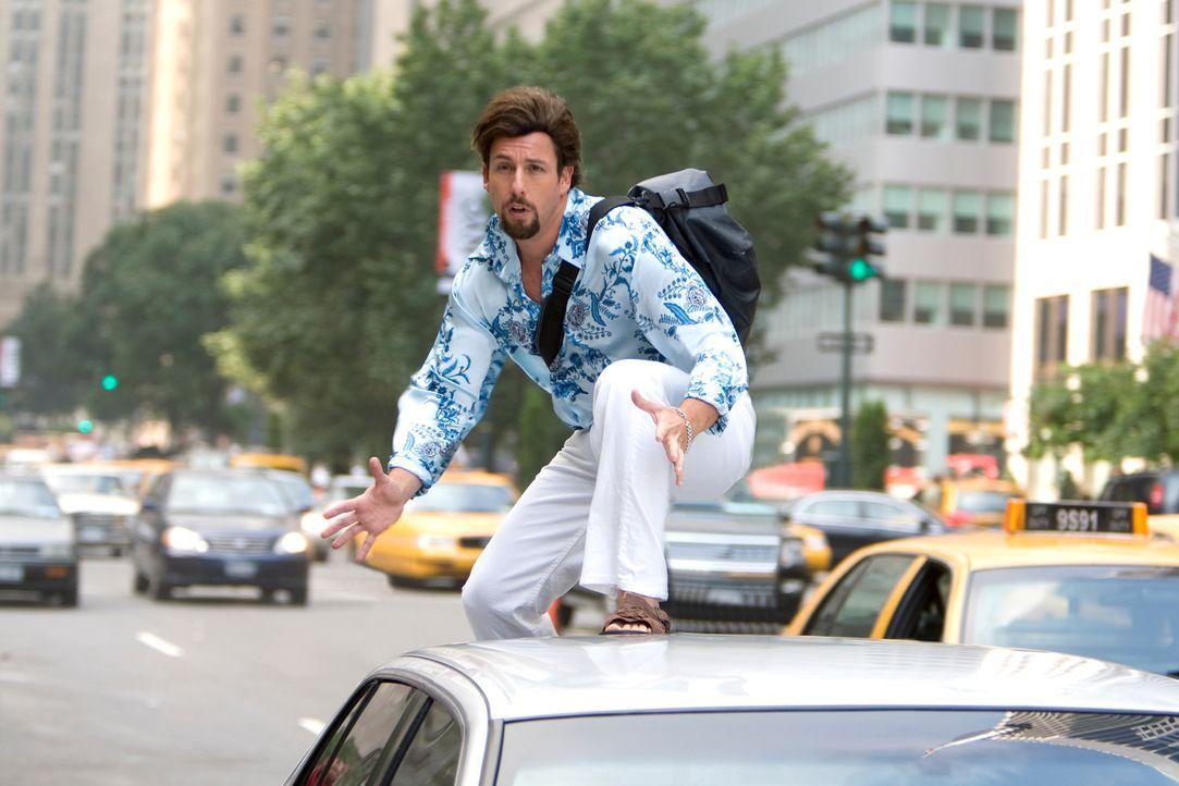 Schon bald muss Zohan (Adam Sandler) erkennen, dass man seiner Vergangenheit nicht entfliehen kann ... - Bildquelle: 2008 Columbia Pictures Industries, Inc. and Beverly Blvd LLC. All Rights Reserved.