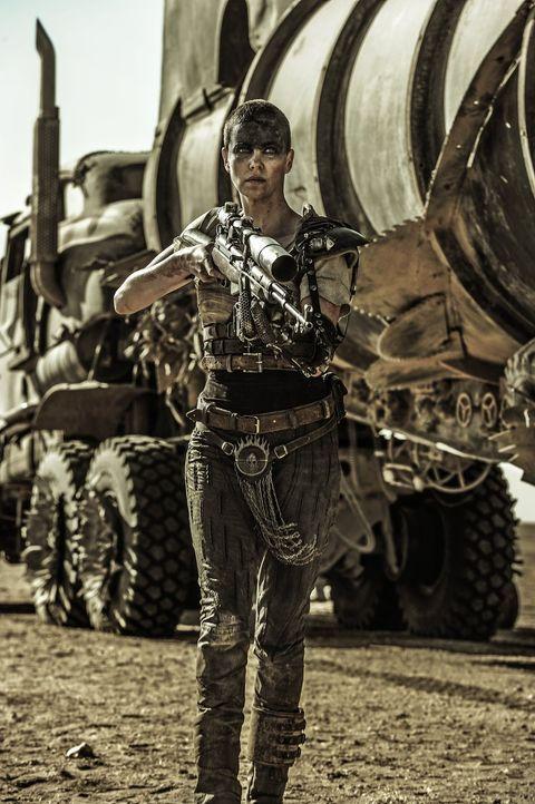 Als sich Imperator Furiosa (Charlize Theron) dazu entschließt, mit fünf Frauen aus der Zitadelle vor einem tyrannischen Kriegsherrn zu fliehen, sieh... - Bildquelle: 2015 Warner Bros.