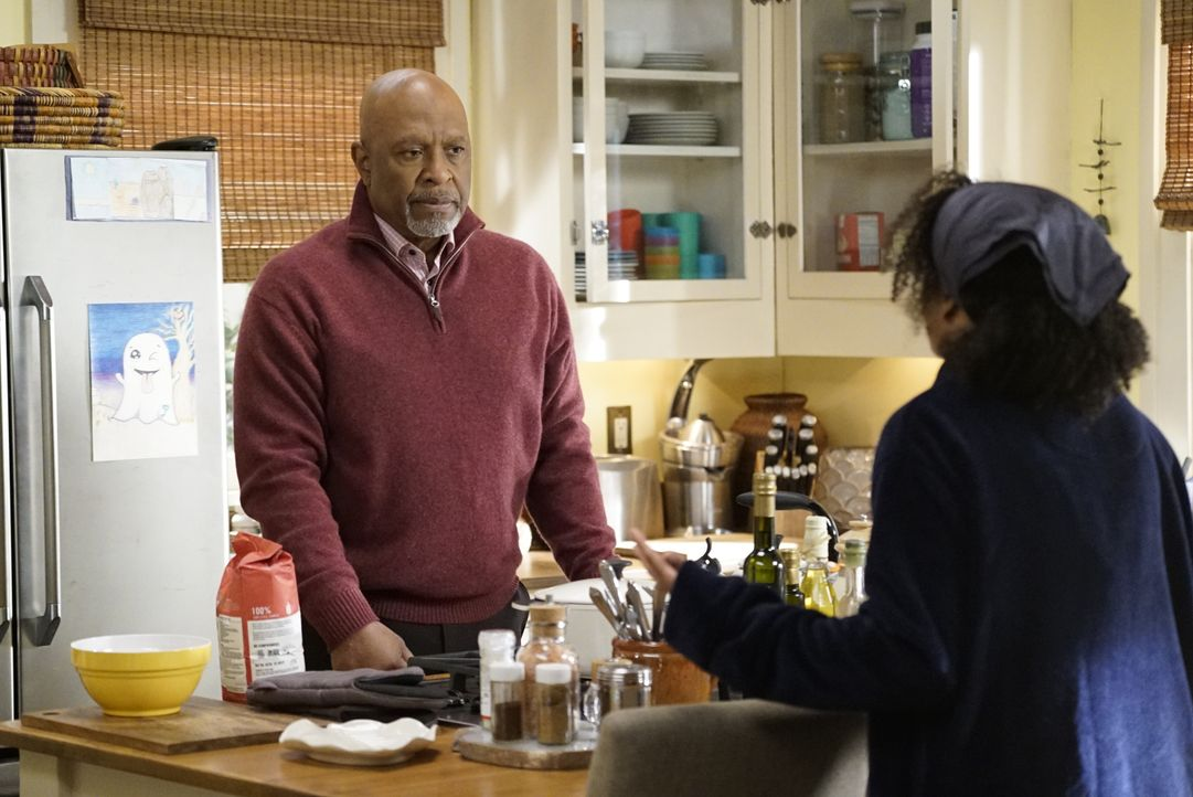 Dr. Richard Webber (James Pickens jr.,l.); Dr. Maggie Pierce (Kelly McCreary, r.) - Bildquelle: Kelsey McNeal 2020 American Broadcasting Companies, Inc. All rights reserved. / Kelsey McNeal