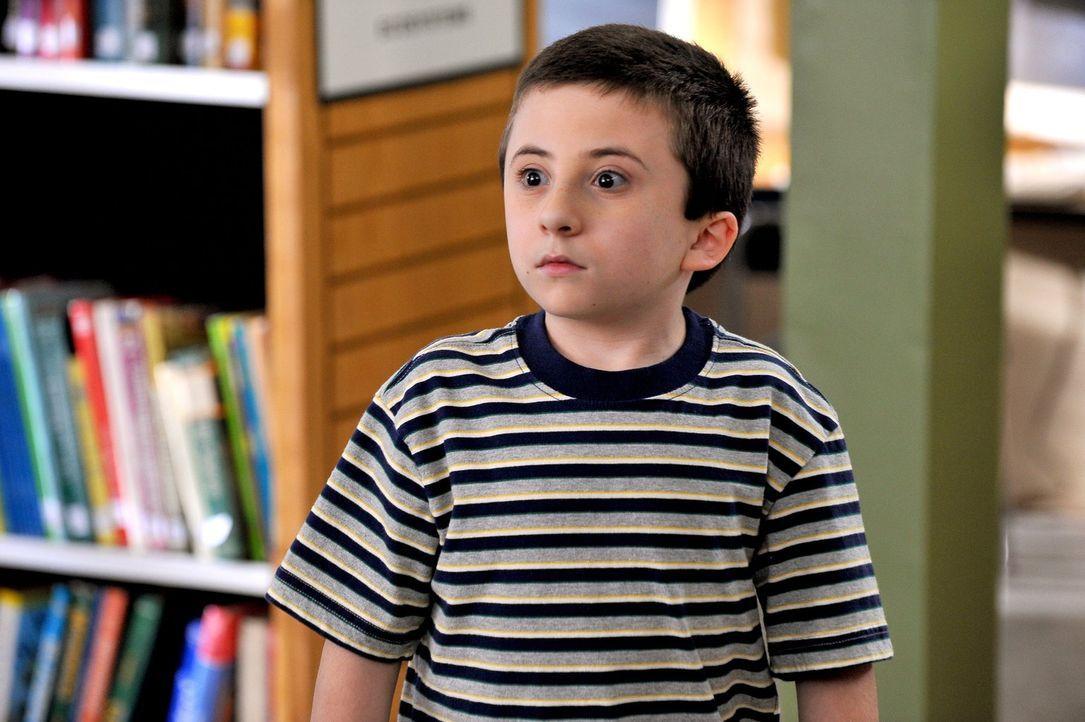 Während Brick (Atticus Shaffer) um die Versetzung kämpfen muss, soll Axl angeblich intelligenter sein als zunächst angenommen ... - Bildquelle: Warner Brothers