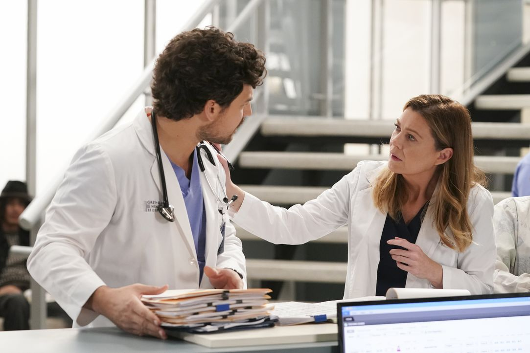 Dr. Andrew DeLuca (Giacomo Gianniotti, l.); Dr. Meredith Grey (Ellen Pompeo, r.) - Bildquelle: Gilles Mingasson 2020 American Broadcasting Companies, Inc. All rights reserved. / Gilles Mingasson