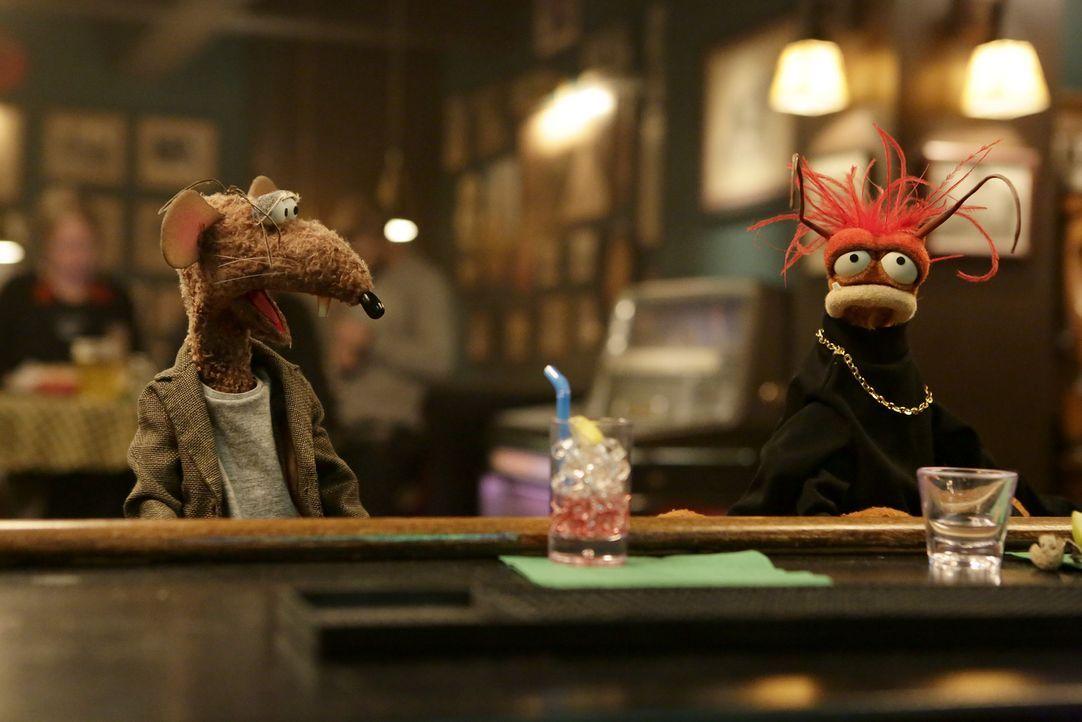 Sind gekränkt, da Gonzo wieder viel Zeit mit Camilla verbringt: Pepe (r.) und Rizzo (l.) ... - Bildquelle: Nicole Wilder ABC Studios