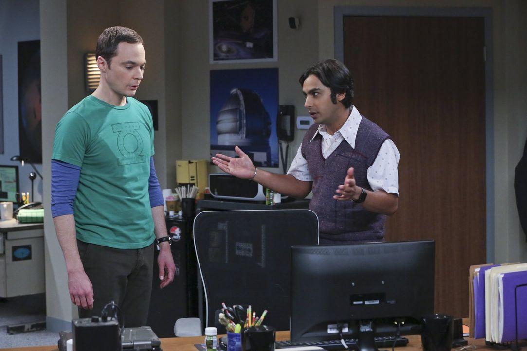 Eigentlich sollten sich Raj (Kunal Nayyar, r.) und Sheldon (Jim Parsons, l.) freuen, dass sie eine spannende Entdeckung gemacht haben, doch dann kom... - Bildquelle: 2015 Warner Brothers