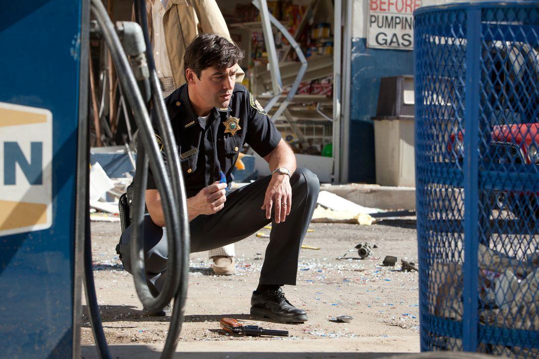 Sheriff Jackson Lamb (Kyle Chandler) hat ein richtig großes Problem. Zunächst verwüstet das Militär den ganzen Ort, dann verschwinden Unmengen an El... - Bildquelle: PARAMOUNT PICTURES. All Rights Reserved