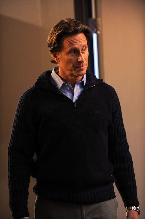 Der Chef von Ryan, Jeremy (Steven Weber), nimmt seine Angestellten ganz schön in die Mangel. Doch als Ryan plötzlich in sein Büro stürmt, macht er e... - Bildquelle: 2011 FX Networks, LLC. All rights reserved.