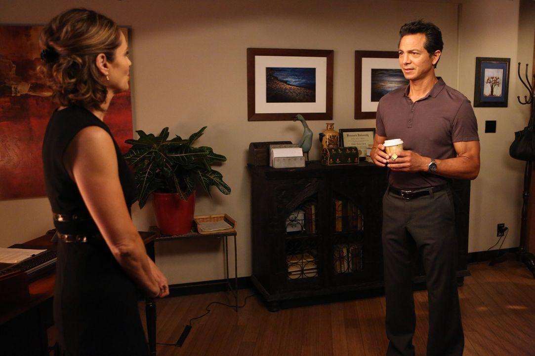 Während Violet (Amy Brenneman, l.) Schwierigkeiten damit hat, ihr Leben ohne Pete wiederaufzunehmen, hat Addison ein schlechtes Gewissen, da sie Ja... - Bildquelle: ABC Studios