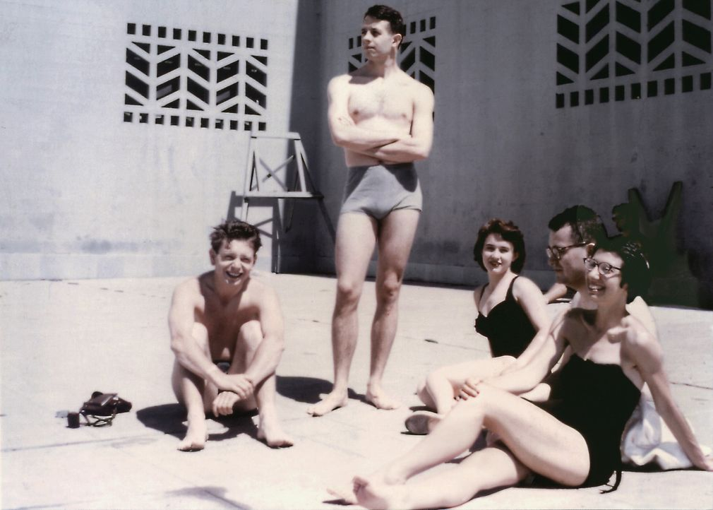 John Forbes Nash Jr. (stehend) mit Freunden ? - Bildquelle: Universal Pictures