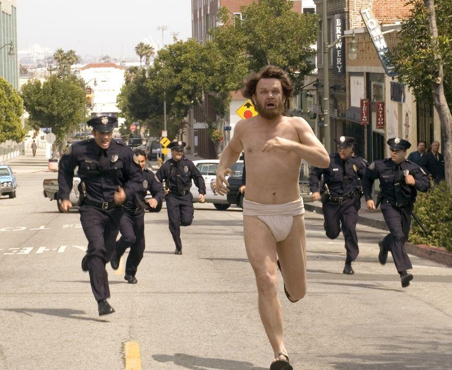 Immer wieder versucht die Polizei, den mit Drogen vollgepumpten Dewey (John C. Reilly, M.) zu erwischen. Doch das ist gar nicht so einfach, obwohl d... - Bildquelle: 2007 Columbia Pictures Industries, Inc.  and GH Three LLC. All rights reserved.