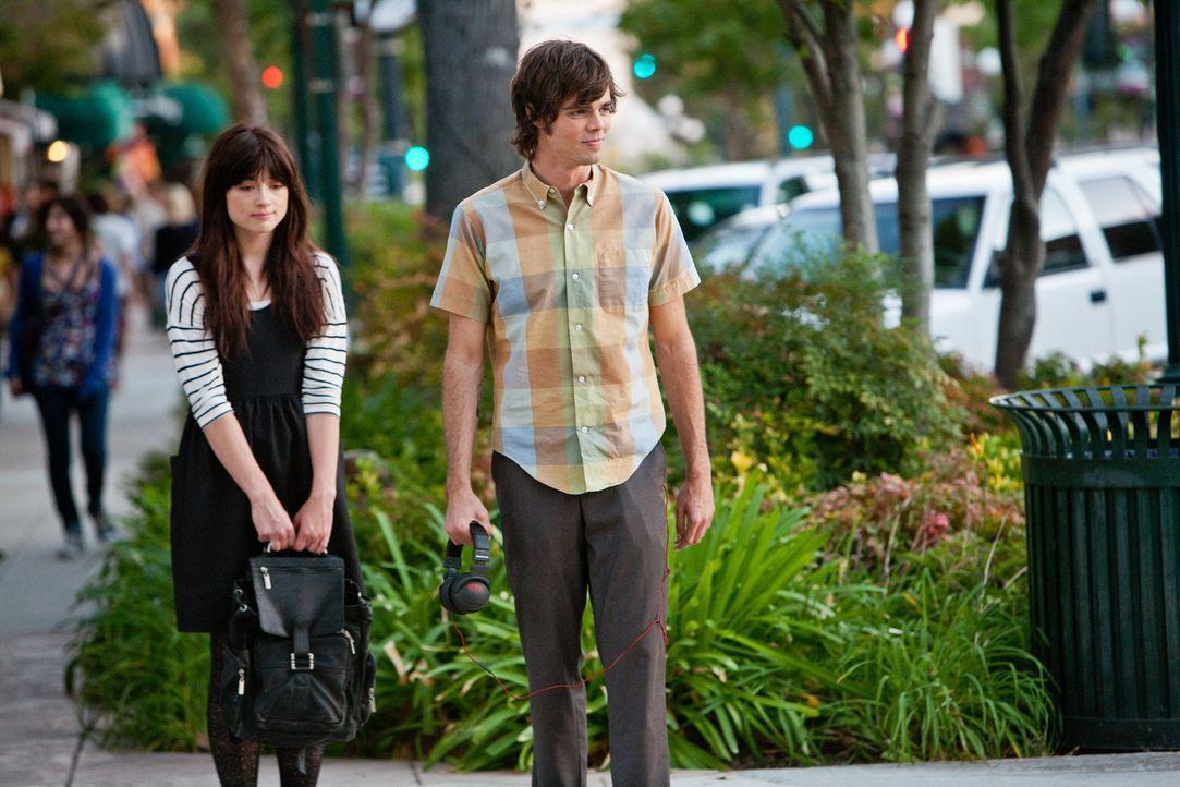 Noch ahnt Bess (Crystal Reed, l.) nicht, dass auch Jeffrey (Reid Ewing, r.) mehr als nur durchgeknallt ist ... - Bildquelle: Squareone/Universum