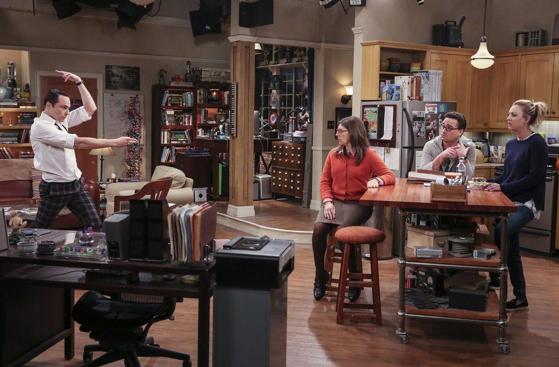Peinlich berührt von Sheldons (Jim Parsons, l.) albernem Balzverhalten: Amy (Mayim Bialik, 3.v.r.), Leonard (Johnny Galecki, 2.v.r.) und Penny (Kale... - Bildquelle: 2016 Warner Brothers