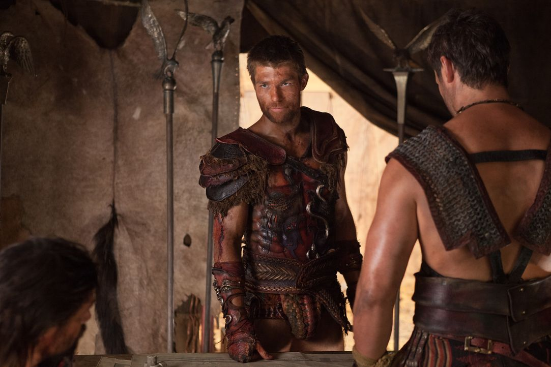 Zufällig stoßen Spartacus' (Liam McIntyre) Männer auf eine Botentruppe der Römer, die wichtige Nachrichten überbringen soll. Eine der Nachrichten be... - Bildquelle: 2013 Starz Entertainment, LLC.  All Rights Reserved